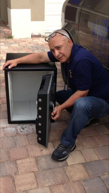 Miami locksmith with safe