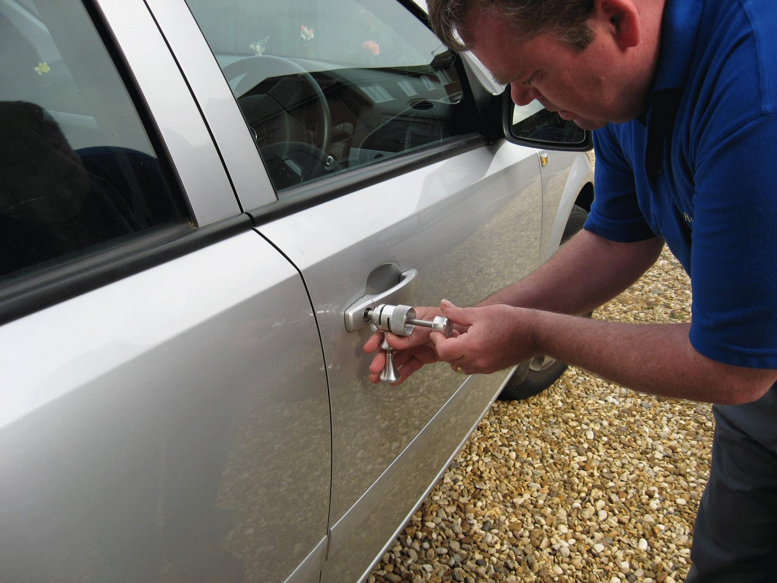 locksmith opening car door lock